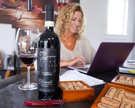 Nina Snow leading a virtual guided wine tasting with a bottle of Chianti Riserva from Ravazzi.